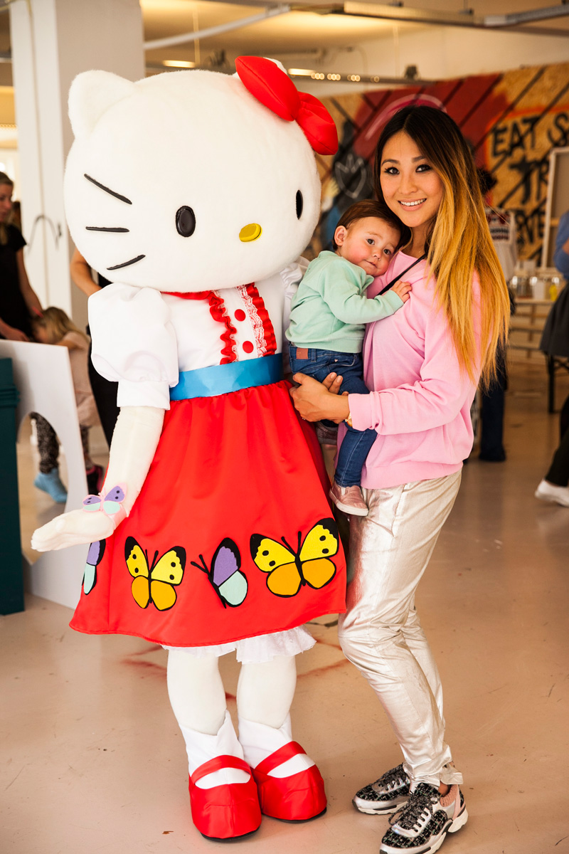Hello Kitty OneKindThing Selwyn Senatori The Mom Pret a Pregnant (28)