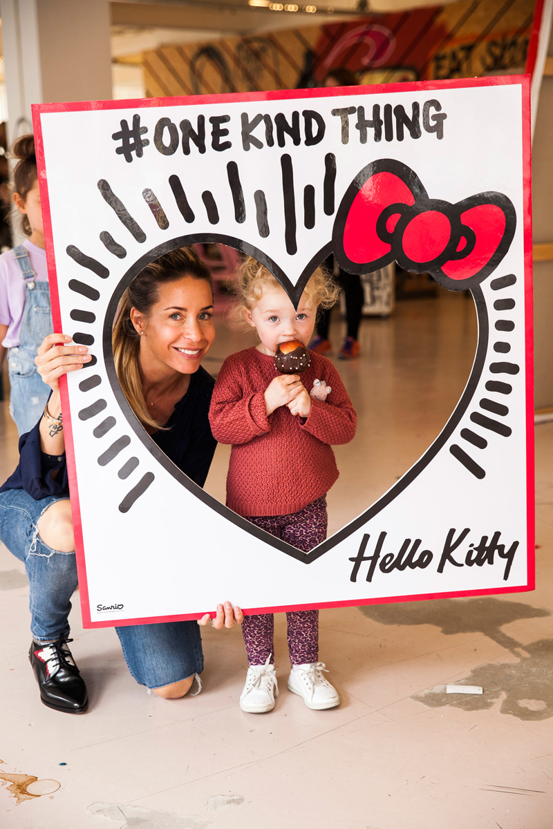 Hello Kitty OneKindThing Selwyn Senatori The Mom Pret a Pregnant (33)