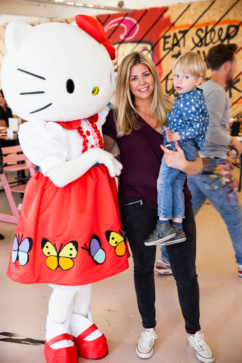 Hello Kitty OneKindThing Selwyn Senatori The Mom Pret a Pregnant (8)